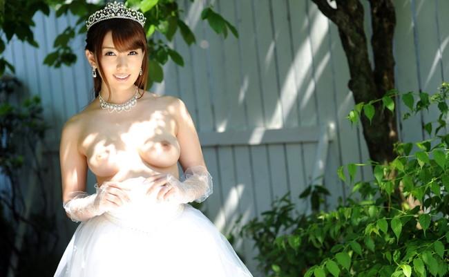 【ヌード画像】純白のウェディングドレスが乱れておっぱいや性器が丸出しにw(30枚)