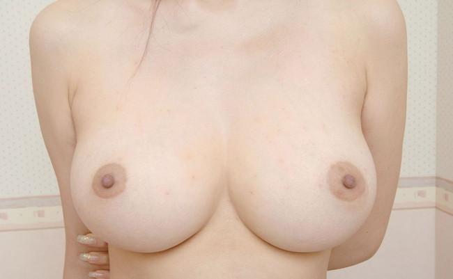 【ヌード画像】美乳を間近で見るとパフパフしてもらいたくなるw(30枚)