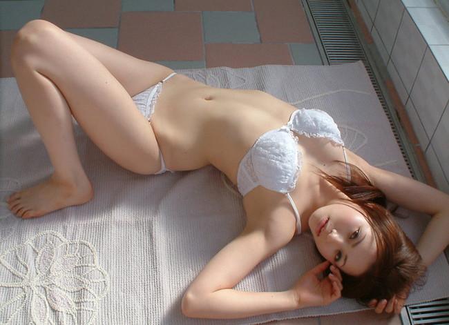 【ヌード画像】美女の純白下着姿には清純さと淫乱さが同居していますw(31枚)
