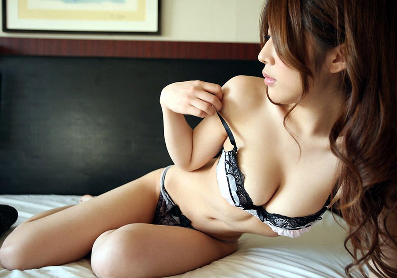 【ヌード画像】スタイル抜群の女性が下着姿でポーズを取ったら(35枚)