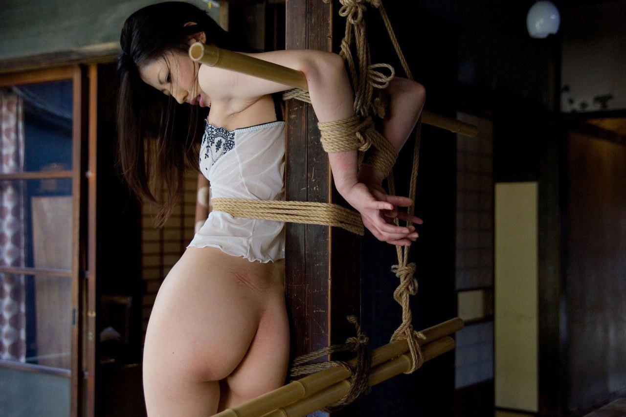 【ヌード画像】M奴隷が縄で縛られた際に浮かべる儚い表情の画像(31枚)