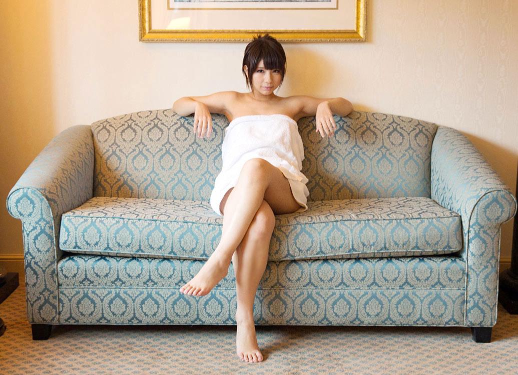 【ヌード画像】バスタオルで隠しても隠し切れない裸体とおっぱい(36枚)