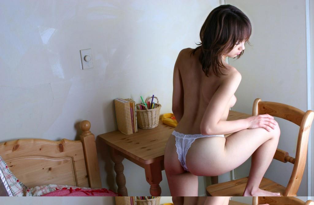 【ヌード画像】くびれと美尻、そのラインが美しい背中画像(30枚)