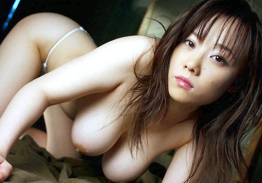 【ヌード画像】まん丸メロン系の巨乳と爆乳画像まとめ(30枚)