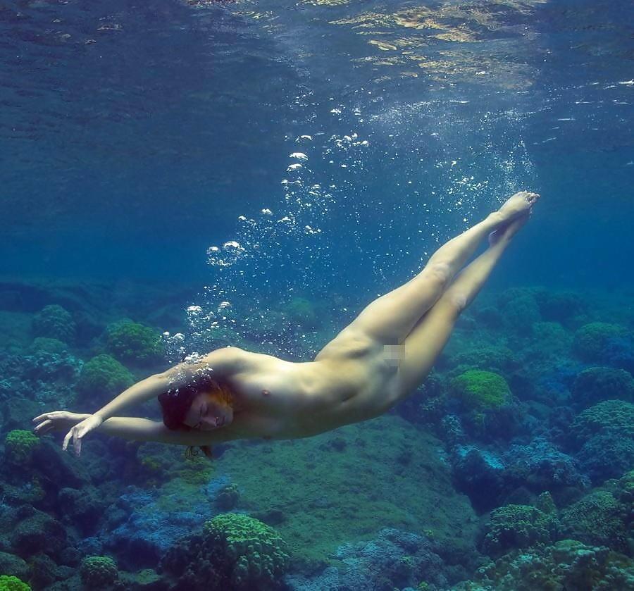 【ヌード画像】水中ヌードが超エロい!浮力で上向くおっぱいや,水でのバックヌードは死ぬほどエロい!(50枚)