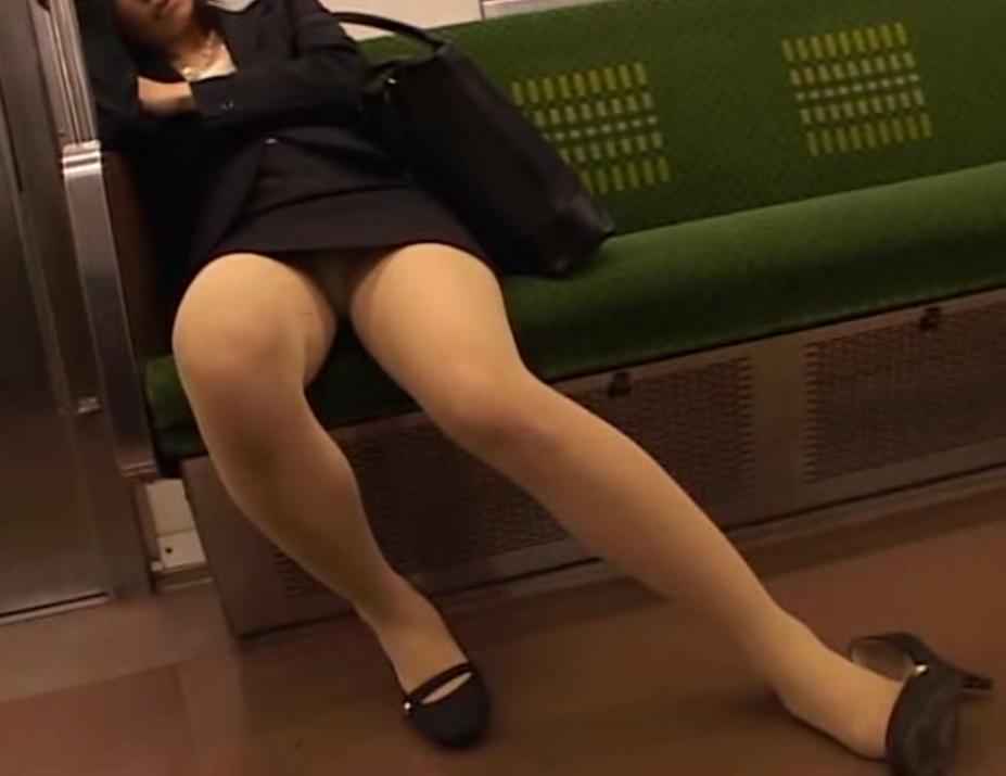 【ヌード画像】エロい!エロいぞリクルートスーツ!この初々しさとぴったりお尻のギャップ感がたまりません!(50枚)