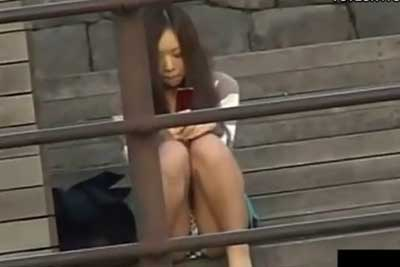 【盗撮動画】お!街中でクソかわいい娘発見!声をかける勇気が無かったのでとりあえず隠しカメラを向けることにしましたw