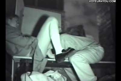 【盗撮動画】高校生カップルの公園セックスを隠し撮り!フェラしてくれたお礼に野外で思い切りクンニしてあげる彼氏が激エロいww