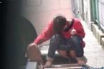 【盗撮動画】激リアル放尿盗撮!駐車場の車の陰は絶好の野ションスポット!イコール盗撮スポットでもあるww【無修正】