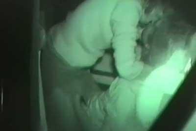 【盗撮動画】冬の車内でセックスしちゃってるカップルの盗撮に成功!超ゆっくり挿入を愉しむ激エロカップルです!ww【無修正】