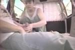 【盗撮動画】ドライブの途中に車内で手コキ!彼女に手コキで抜いてもらう一部始終を彼氏カメラで隠し撮りw【無修正】