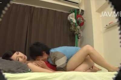 【盗撮動画】かなりカワイイ女の子を自分の部屋に連れ込んでセックスできたんだけど、想像以上に巨乳だった!いやー盗撮しといて良かったww