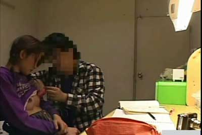 【盗撮動画】家庭教師が熱心に遅くまで娘の勉強に付き合ってくれてると思ったら、思い切りエロいイタズラしてたのが隠しカメラにより発覚!ww