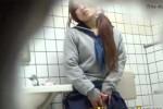 【盗撮動画】多目的トイレにJKが入っていったんで中を盗撮してみたら、なんとオナニー始めちゃいましたwいくら多目的だからってねぇww【無修正】