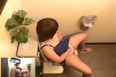 【盗撮動画】なんか妹が怪しかったんで、自宅のトイレに隠しカメラ仕掛けたら妹がおしっこした後おもむろにオナニー始めちゃうとこ撮れちゃいましたww
