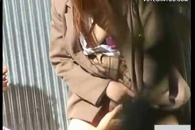 【盗撮動画】誰もいないはずの廃工場隣の空き地に高校生カップルが!早速盗撮してみたらおっぱい晒してついには手マンで指ズボズボ挿入されちゃってましたw