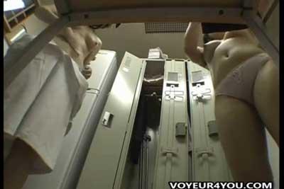 【盗撮動画】激エロ!会社の女子ロッカールームに隠しカメラを設置!汗ふきパットで拭きまくってプルプル揺れる素人巨乳は最高です!ww