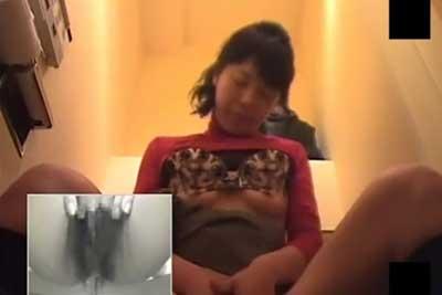 【盗撮動画】会社の女子トイレ盗撮したら、よく仕事のできるキャリアウーマンのOLちゃんがおしっこした後思い切りオナニーしてた件www