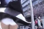 【盗撮動画】このスポットは誰にも教えない!ww地面から吹き上げる風でスカートめくれ上がっちゃうJKのパンチラを盗撮した動画集ww