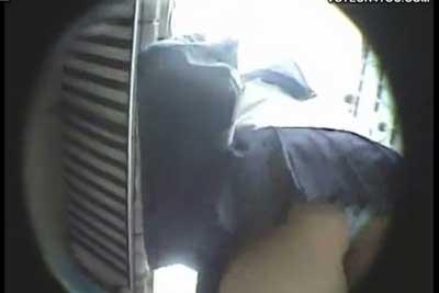 【盗撮動画】やべー、もう盗撮はやめようやめようと思っていたのに、超かわいい制服JK発見したからカバンに入ってる隠しカメラでヤっちゃったww