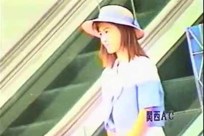 【盗撮動画】駅ビルや街中で見かけたミニスカートの女子をローアングルカメラでパンチラ盗撮した動画集!そしてついにあのデパートガールまで!ww