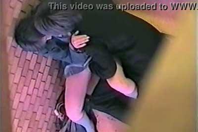 【盗撮動画】ビルの非常階段のところでセックス始めちゃってるJKカップル発見!上の階からカメラで一部始終を隠し撮りさせていただきましたww