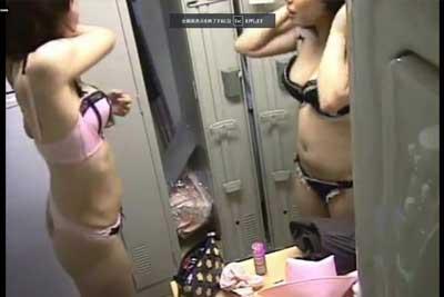 【盗撮動画】わが社で働いてくれてる貴重なOLちゃんたちだから、女子ロッカールームに隠しカメラ仕掛けてナマ着替えを隠し撮りしちゃいましたw