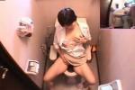 【盗撮動画】お店のトイレに隠しカメラを仕掛けてまじめそうな女性が入ってきて放尿シーン見れたと思ったら、なんとそのままオナニー始めちゃいましたww
