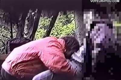 【盗撮動画】公園の茂みの奥でカップルを発見したんで盗撮してみたら案の定セックス始めちゃいました。僕がばっちり一部始終を盗撮しておきましたからねww