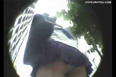 【盗撮動画】朝超かわいい制服JKを発見してしまったので、予定を変更して僕のカバンの中に忍び込ませた隠しカメラでパンチラ盗撮しながらずっと尾行することにしましたww