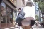 【盗撮動画】道路の排気口から噴き出す風によってJKのパンティーをめくってくれるとかいう奇跡の瞬間を盗撮し、集めちゃった奇跡のパンチラ盗撮動画集です!