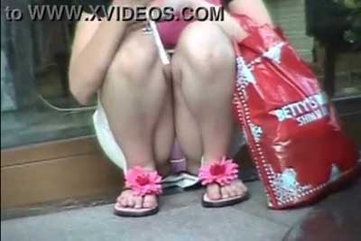 【盗撮動画】街中で買い物中のミニスカギャルたちのパンチラを狙い撃ち!カバンの中に忍ばせた隠しカメラで今日もギャルたちの股間を完全盗撮!ww