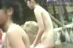 【盗撮動画】温泉露天風呂の女湯に隠しカメラが潜入!素人とは思えない信じられないぐらいかわいいスレンダーギャルの無防備な全裸盗撮に成功しちゃいました!