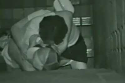 【盗撮動画】深夜ビルの陰で野外セックスしちゃってるカップルを盗撮しちゃいました。誰も見てないと思ったら僕が屋上から思い切り見下ろしてたんですよww