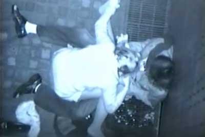 【盗撮動画】とあるビルとビルの隙間で夜な夜な野外セックスを愉しんじゃってるカップルがいるとの噂を聞きつけ、このビルの天井から思い切り盗撮しちゃいましたw