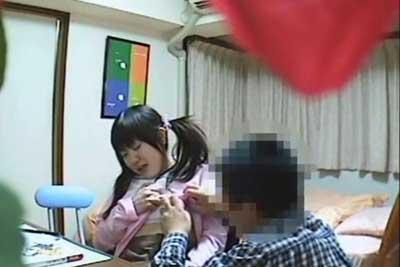 【盗撮動画】ウチの妹いつも家庭教師が来るのを楽しみにしてるので妹の部屋に内緒で隠しカメラを仕掛けてみたら、案の定性の勉強会をしていましたww