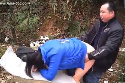 【盗撮動画】スゲェ!こんな茂みの中で青姦してるカップル見つけたんでバレないように隠し撮りしときました!ww虫刺され要注意ですねw【無修正】