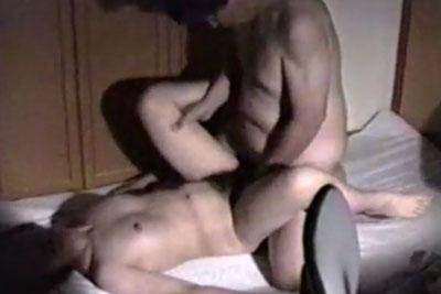 【盗撮動画】奥さんか旦那さんどっちが隠し撮りかわかりませんww。夫婦の自宅での営みをリアルに隠し撮りしちゃったセックス動画ww【無修正】
