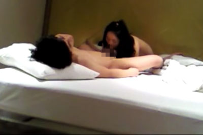 【盗撮動画】彼氏が彼女に内緒で自宅セックスしてる所を隠し撮りしちゃった動画。彼女のフェラの上下運動が激しすぎてウラヤマしすぎですw【無修正】