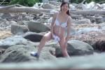 【盗撮動画】〇川県T市のビーチで発見、酔っぱらってみんなで岩場の陰で水着脱いでおしっこしちゃってる素人水着ギャル集団を隠し撮り!ww