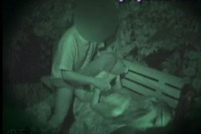【盗撮動画】まぁまぁ寒い季節だというのに深夜の公園で全裸になって思い切りセックスしちゃってるカップルを発見したんで、赤外線カメラで全部盗撮しちゃいましたww【無修正】