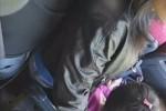 【盗撮動画】電車の中に超キレイでパッツパツのデニム履いた子連れ若妻がいたので、ボクのチンコを彼女のプリケツにこすりつけながら隠し撮りしましたww