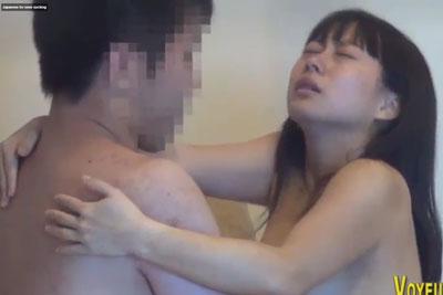 【盗撮動画】とあるお宅をのぞき見しちゃって新婚夫婦の営みを隠し撮りしちゃいました。この若妻おっぱい柔らかすぎて挿入時の乳揺れが半端ないです!ww