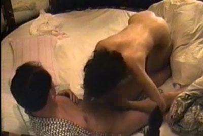 【盗撮動画】結婚何年目かの節目にはいつもセックスを隠し撮りしている旦那さん。今年も妻とのセックス思い切り盗撮しちゃってましたww【無修正】