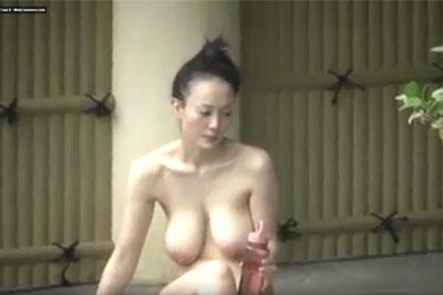 【盗撮動画】女湯露天風呂盗撮してたら素人史上最強の爆乳OLちゃん発見。垂れ下がるリアルな巨乳が動くたびにスイングする様をご堪能ください!