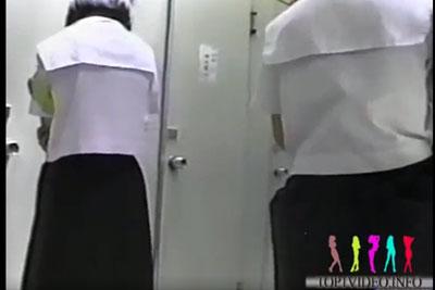 【盗撮動画】某学園の女子トイレに隠しカメラを仕掛けちゃってうら若き真面目系JC達の和式便器放尿シーンを思い切り盗撮しちゃった激ヤバ動画ww