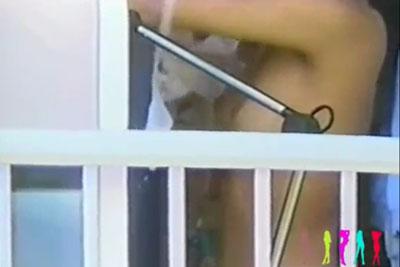 【盗撮動画】どうも、よく修学旅行で使われる旅館の向かいに住んでいる者です。今日もJKがいっぱい旅館に泊まってるんで、望遠カメラで着替え盗撮しちゃいましたw