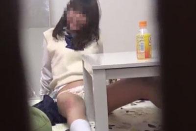 【盗撮動画】最近めっきりオトナの身体になってきたJK妹の部屋に隠しカメラを仕掛けてみたら、角オナニーで女を磨いているところが思い切り撮れちゃいましたw