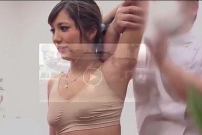【盗撮動画】エステサロンに隠しカメラを仕掛けたら、超かわいいモデルみたいな素人ギャルが男性従業員にセクハラされてるところが撮れてましたww
