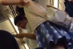 【盗撮動画】電車で座ってたら目の前で立って楽しそうに話してるカップルの彼女がかわいかったから、彼氏に悪いけどスカートの中盗撮したんでw